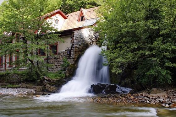djetinja stara hidroelektrana pod gradom